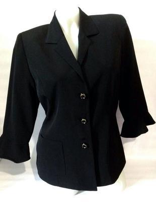 Стильный чёрный пиджак