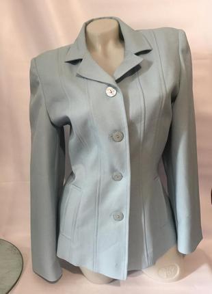 Стильный пиджак нежно-голубого цвета