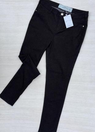 Чёрные джинсы скинни с высокой посадкой