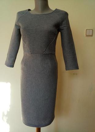 Стильное трикотажное теплое платье