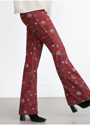 Стильные бархатные брюки клёш в цветочный принт