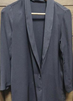 Базовый серый пиджак свободного фасона. удлиненный графитовый ...