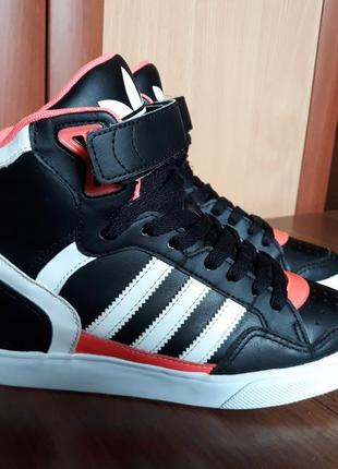 Кожаные кроссовки/ сникерсы adidas extaball
