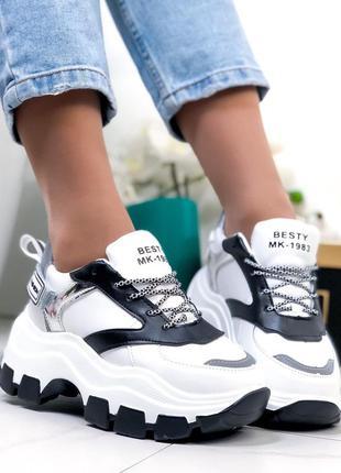 Белые массивные кроссовки с чёрными вставками,белые кроссовки ...