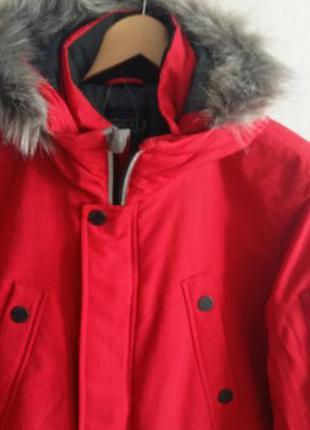 Куртка зимняя очень красивая.
