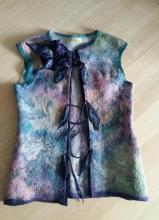 Дизайнерская жилетка в технике валяния шерсть и шелк +брошь
