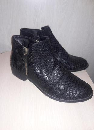 Деми ботинки.