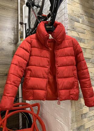 Куртка  пуховик красная демисезон