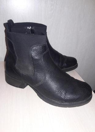 Утепленные ботинки.