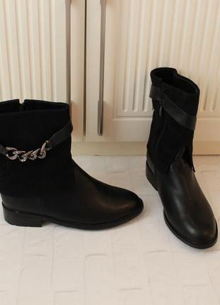 Зимние ботинки, полусапожки 39 размера на низком ходу