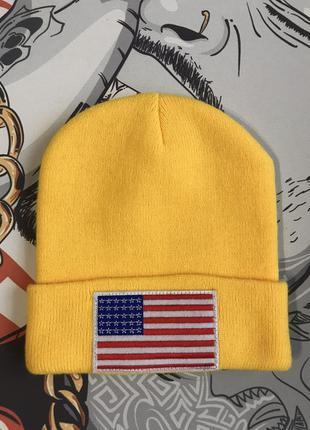Желтая шапка с флагом usa
