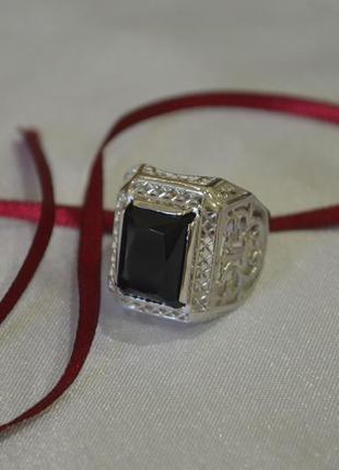Мужское кольцо с большим камнем из серебра