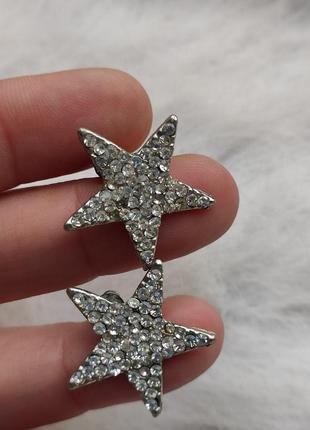 Серебряные обьемные блестящие сережки серьги звезды с камнями ...