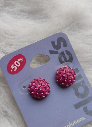 Розовые круглые маленькие сережки серьги с блестящими камнями ...