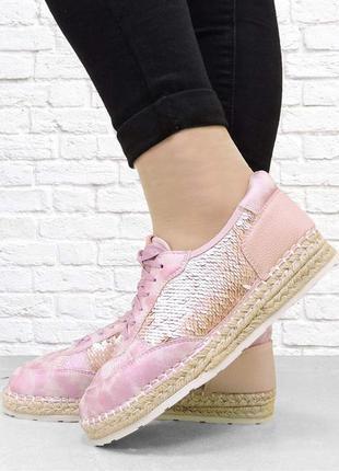 Женские кроссовки. розовые.