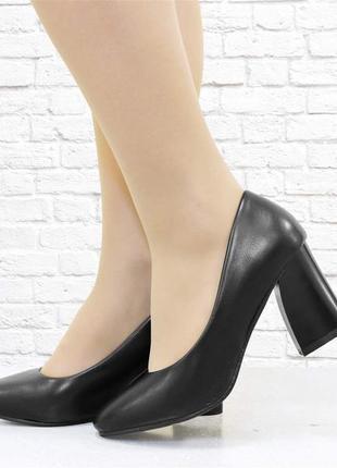 Женские туфли на широком каблуке. черные.
