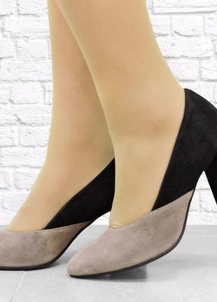 Замшевые туфли double на каблуке. бежевые с черным.