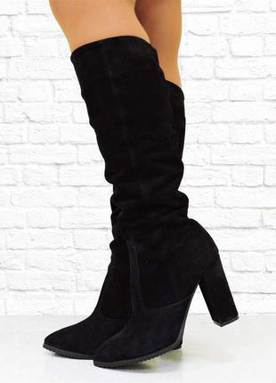 Демисезонные сапоги на каблуке. черные.