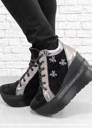 Замшевые осенние ботинки на танкетке вее. черные.