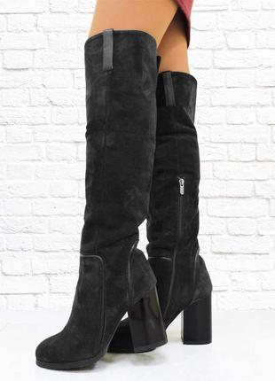 Замшевые зимние ботфорты на каблуке. черные.