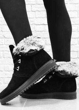 Зимние женские замшевые ботинки. черные.