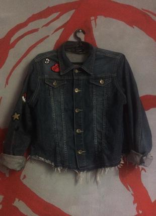 Джинсовка/ джинсовая куртка с нашивками