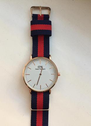 Наручные часы ( сине - красный ремешок )