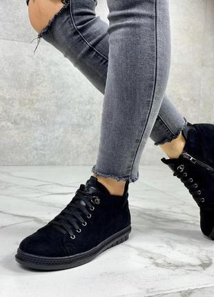 Демисезонные теплые ботинки на шнуровке спереди