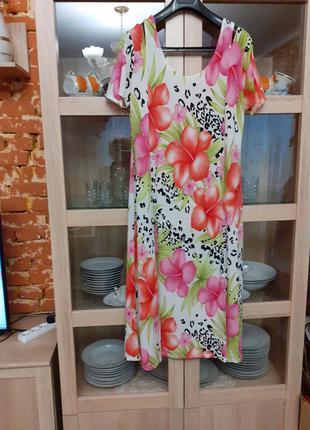 Шикарное в цветы платье с разрезами большого размера
