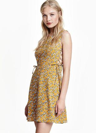 Платье со шнуровкой в цветы h&m размер xs
