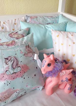 Комплект бортиков в детскую кроватку с единорожками