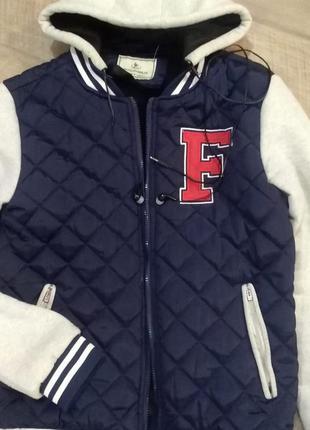 Классная подростковая куртка с наушниками