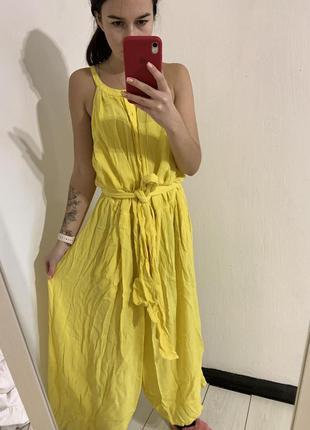 Желтый комбинезон с кюлотыми под пояс