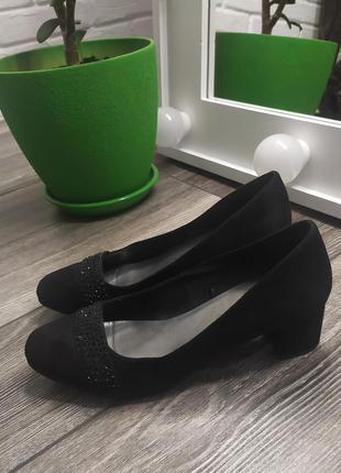 Стильные туфли на широком каблуке