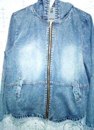 Джинсовая куртка бомбер с вышивкой