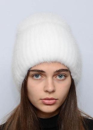 Женская зимняя вязаная норковая шапка бубон-разрез белый