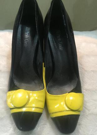 Веселые туфельки под ретро фирмы paola  conte 39 разм каблук 9см