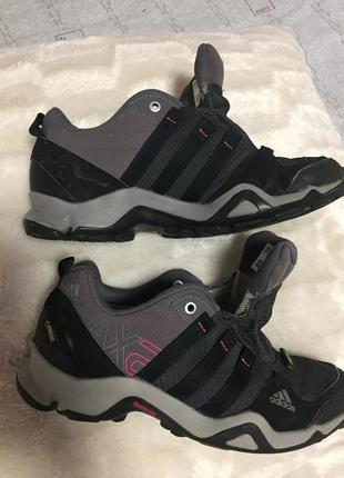 Фирменные кросы от adidas размер 37,5