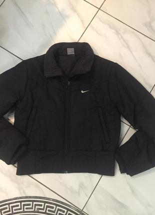 Зимняя коротенькая курточка от nike (индонезия)