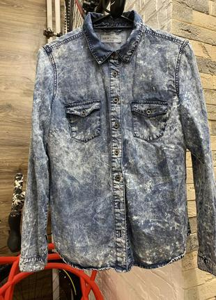 Джинсовая рубашка с разводами