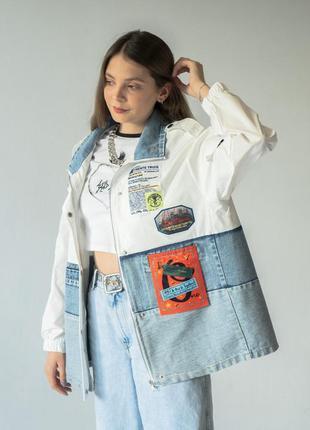 Женская джинсовая куртка оверсайз с нашивками деним