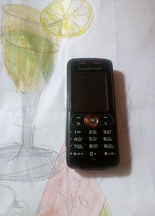 Мобильный телефон Sony Ericsson w 200i,c камерой.