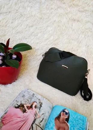 Стильная сумочка цвета хаки.