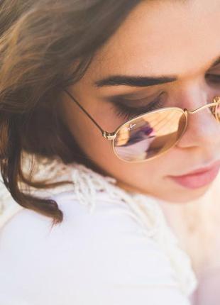 Стильные солнцезащитные очки круглые зеркальные пудровые