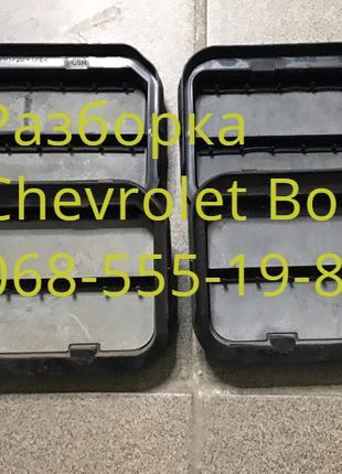 Щиток решетка дефлектор клапан вентиляции Chevrolet Bolt 13588034