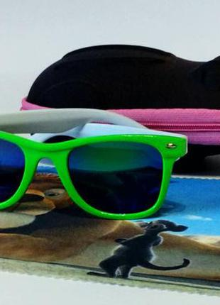 Зеркалки детские очки в зеленой оправе
