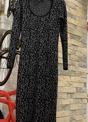 Платье миди   по фигуре в актуальный принт