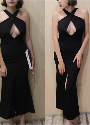 Платье с дэкольтэ