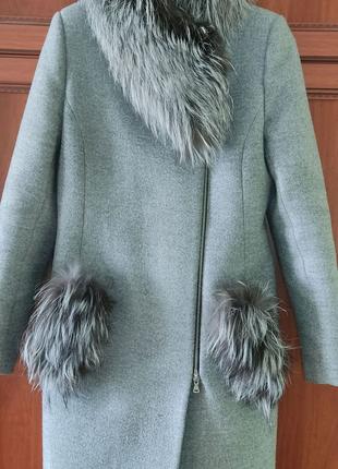 Зимнее теплое пальто со съёмным мехом чернобурки