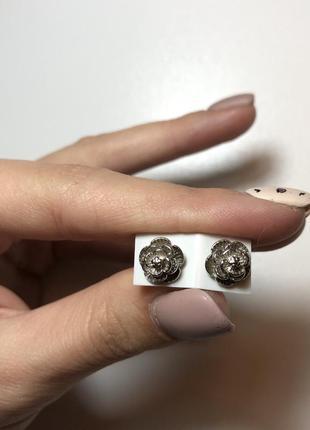 Серьги гвоздики розочки серебренного цвета новые